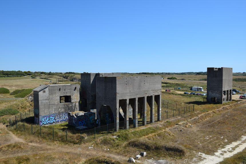 Au total, 1 million de tonnes de galets sont extraits et concassés à Tréguennec par les nazis pendant la guerre.