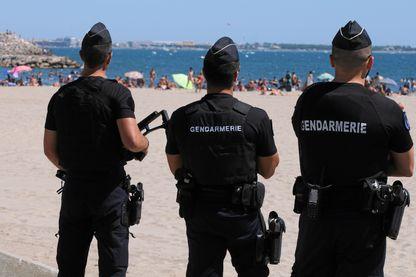Surveillance des plages et du public à la Grande Motte, en prévention d'une attaque terroriste.