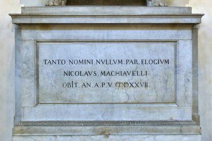 """""""Aucun éloge n'est digne d'un si grand nom"""" : épitaphe de Machiavel"""