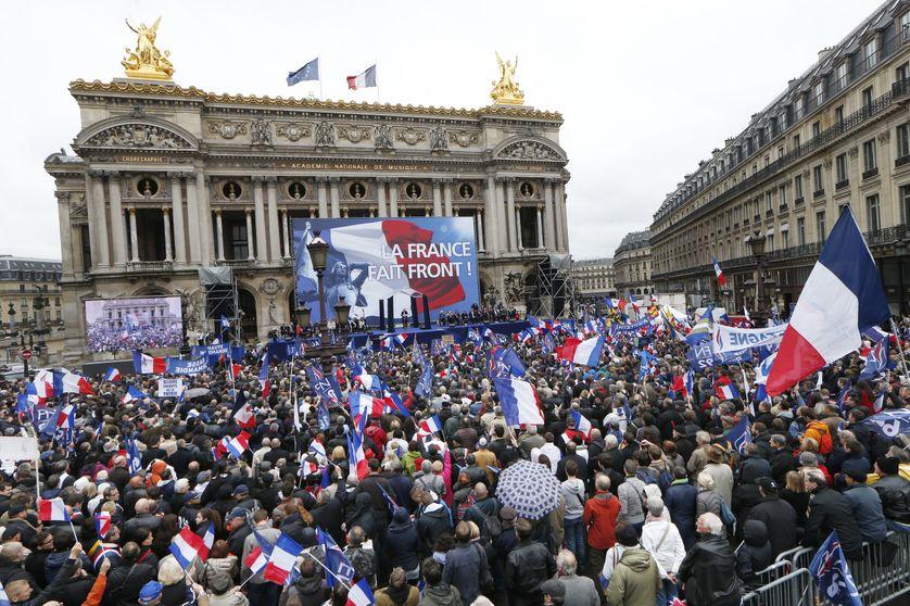 Rassemblement annuel des militants du Front National  à Paris le 1er mai en l'honneur de Jeanne D'Arc