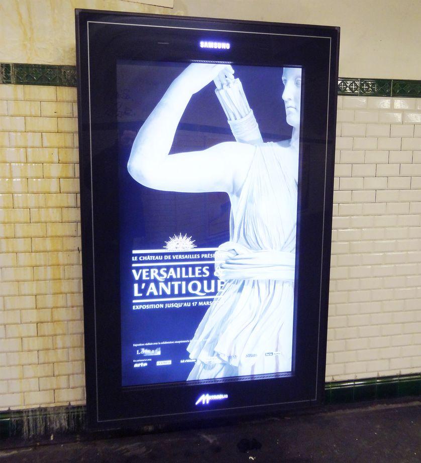 Exemple de nouvel écran lumineux dans le métro parisien