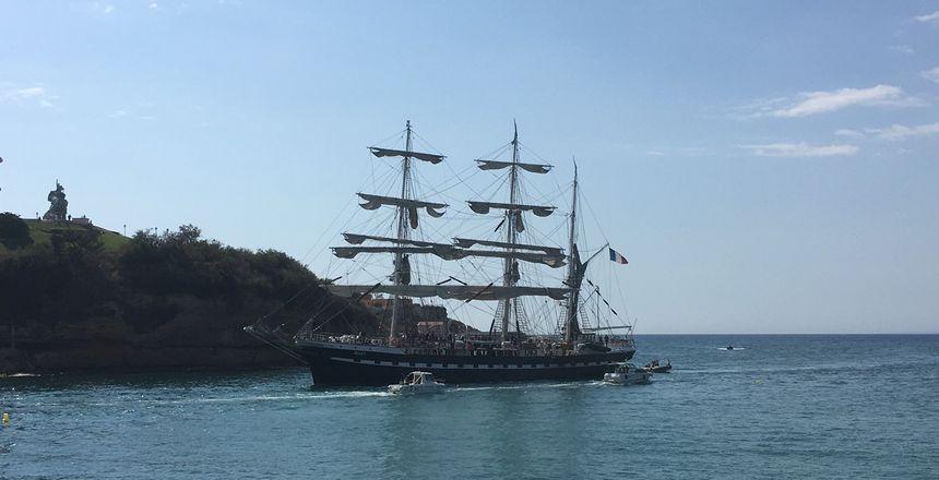 Le Bélemn à son entrée dans le Port de Marseille
