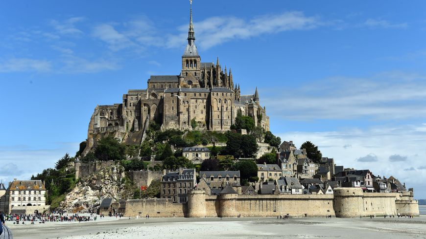 Au mont saint michel si les touristes sont de retour la for Au jardin st michel pontorson