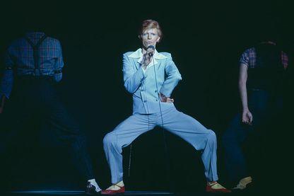 David Bowie sur scène, à Los Angeles, en octobre 1974