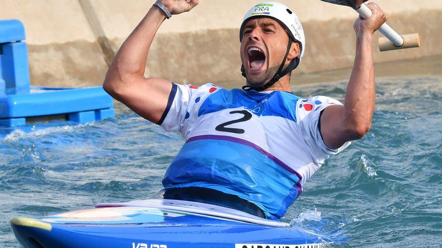 La joie de Denis Gargaud-Chanut, champion olympique de canoë monoplace C1