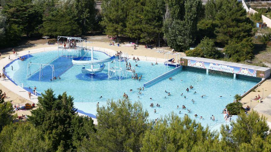 """Parc d'attractions aquatique """"Speed Water Park"""" à Plan de Campagne (Bouches-du-Rhône)"""