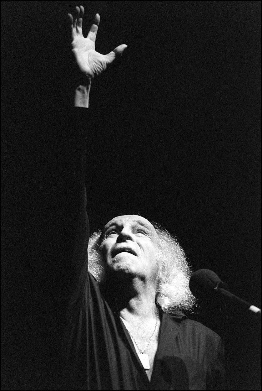 Photo datée du 29 octobre 1986 du chanteur français Léo Ferré chantant les poètes, de Verlaine à Rimbaud