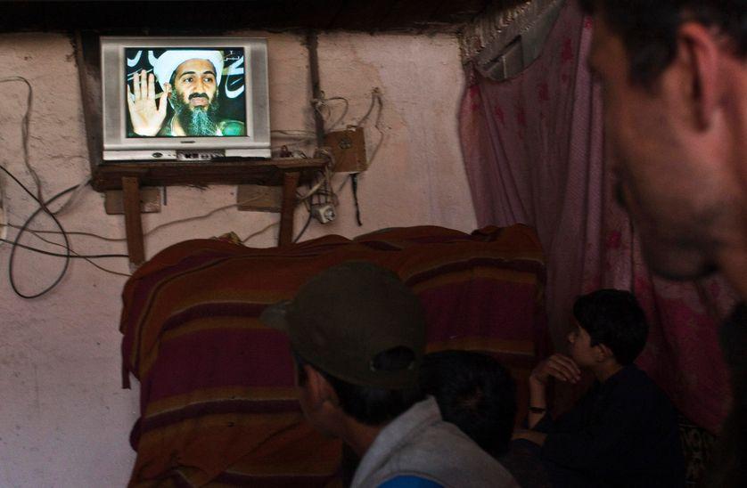 Le portrait d'Oussama Ben Laden apparait sur la télévision afghane le jour de l'annonce de sa mort, Kaboul, le 2 Mai 2011