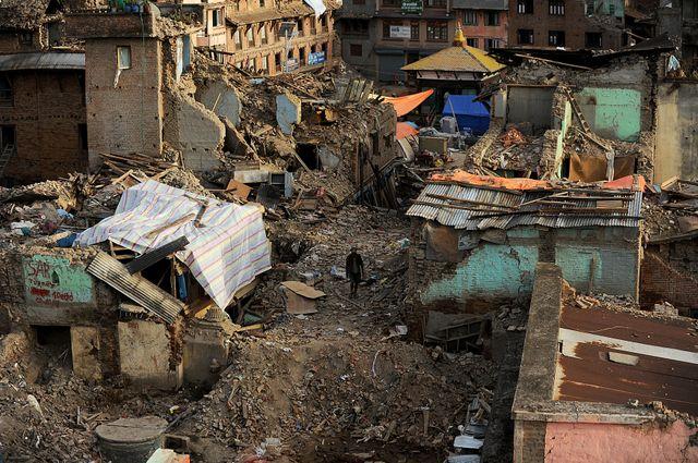 En mai 2015, deux séismes ravagent Katmandou au Népal. 8600 personnes sont tuées.