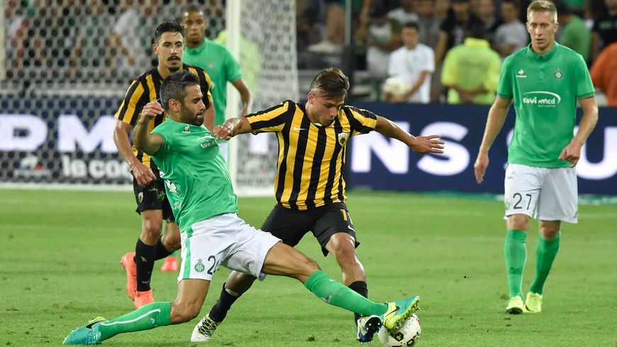 Loïc Perrin à l'oeuvre, lors du match aller entre l'ASSE et l'AEK Athènes (O-0)