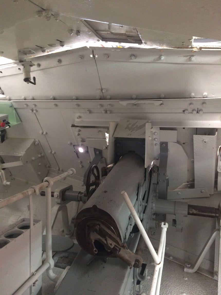 Le canon à l'avant du char