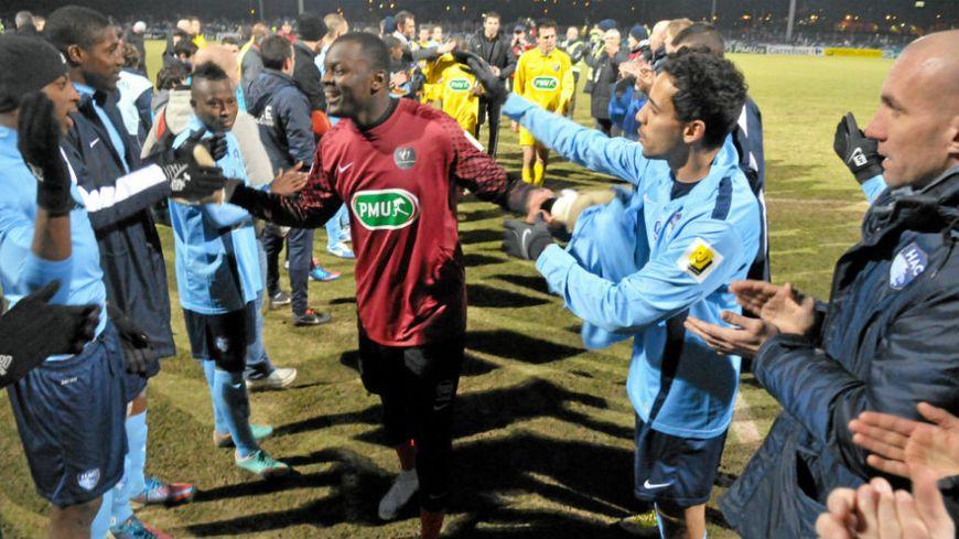 Haie d'honneur pour Destin Onka Malonga en 2013 à Mende