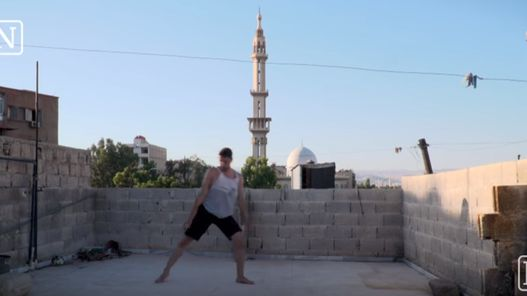 """L'incroyable combat d'un jeune danseur syrien face à la guerre : """"Danse ou meurs"""""""