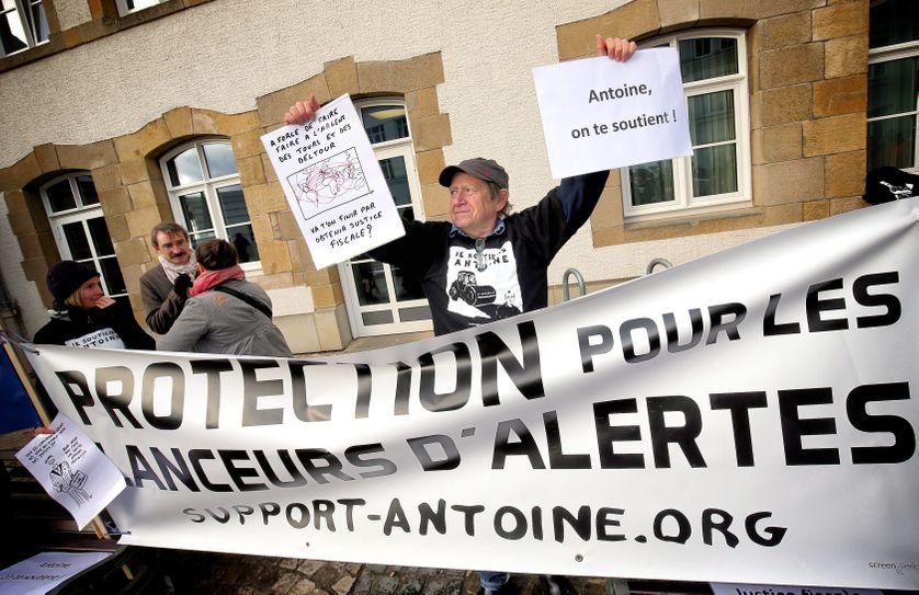 Début du procès LuxLeaks, plusieurs associations mobilisées pour apporter leur soutien au lanceur d'alerte, Antoine Deltour, ancien auditeur chez PWC, 26 avril 2016