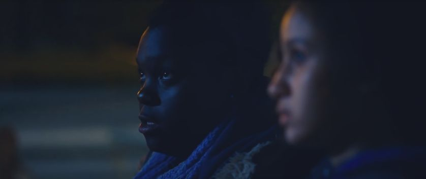 Maimouna (Déborah Lukumuena) et Dounia (Oulaya Amamra) dans Divines de Houda Benyamina. (Capture d'écran)