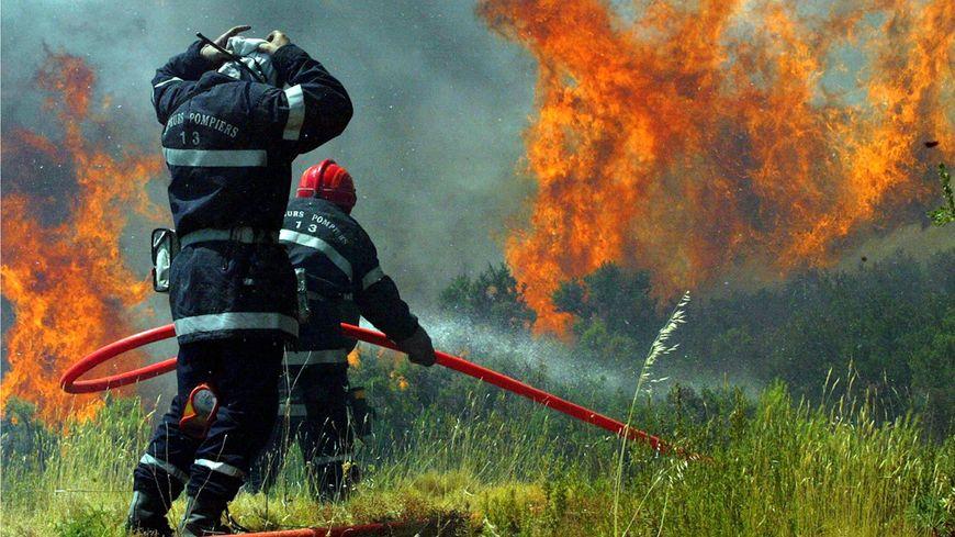 Week end haut risque d 39 incendie dans les bouches du rh ne for Incendie salon de provence