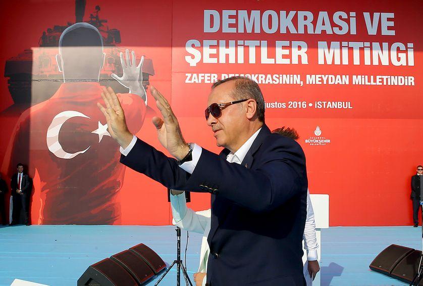 Meeting de masse organisé à Istanboul après le coup d'été manqué de cet été