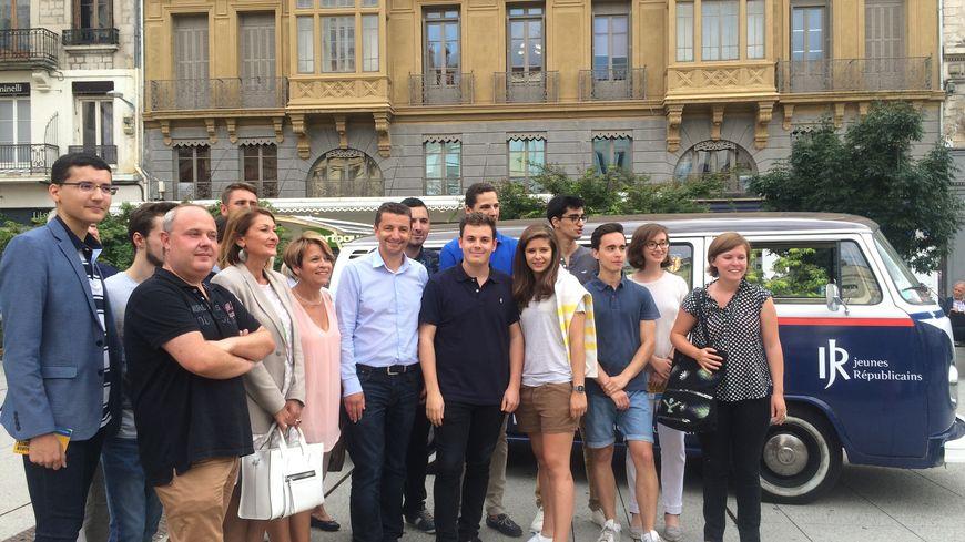 Les Jeunes Républicains de la Loire et le maire de la ville place Dorian à Saint-Étienne