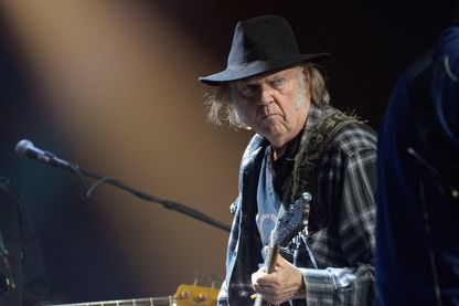 Neil Young sur scène, lors de la 4ème Light Up The Blues annuel au Théâtre Pantages le 21 mai 2016 Hollywood, en Californie.