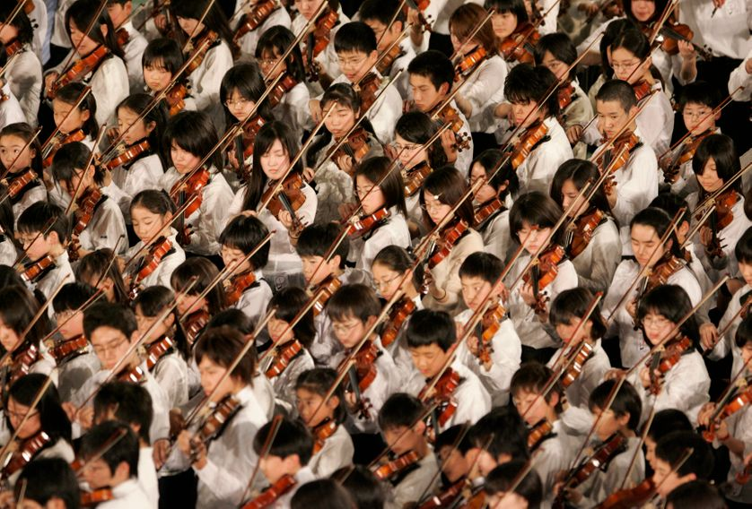 Des apprentis violonistesà Tokyo, en 2007.