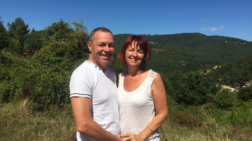 Mickaël et Christine se son retrouvés 30 ans après leur première histoire d'amour. Aujourd'hui, ils se lancent dans la production de formages de chèvres