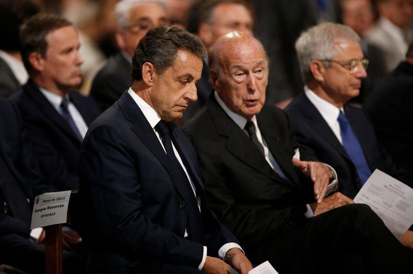 Nicolas Sarkozy et Valery Giscard d'Estaing, avant l'hommage au père Jacques Hamel, à Notre-Dame de Paris, en juillet 2016.