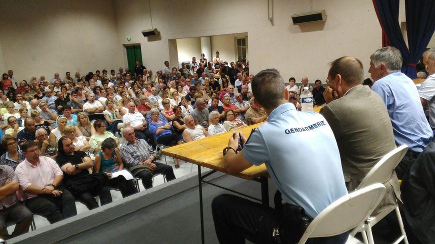 Saint-Denis-de-Cabanne compte 1300 habitants, plus de 200 ont assisté à cette réunion