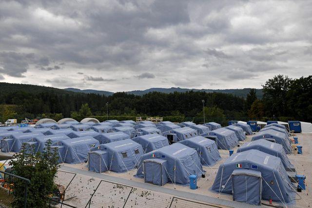 L'un des camps provisoires installés pour héberger les victimes du séisme