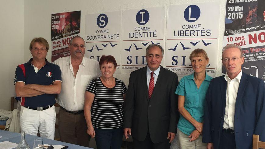Les nouveaux adhérents du SIEL dans la Drôme avec le président du parti Karim Ouchikh