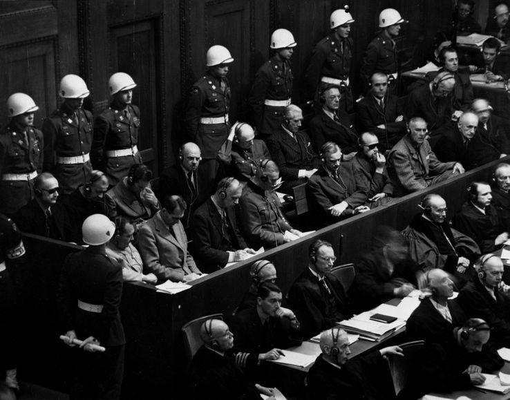 Procès de Nuremberg novembre 1945 : Au cours d'une des premières séances du Tribunal International