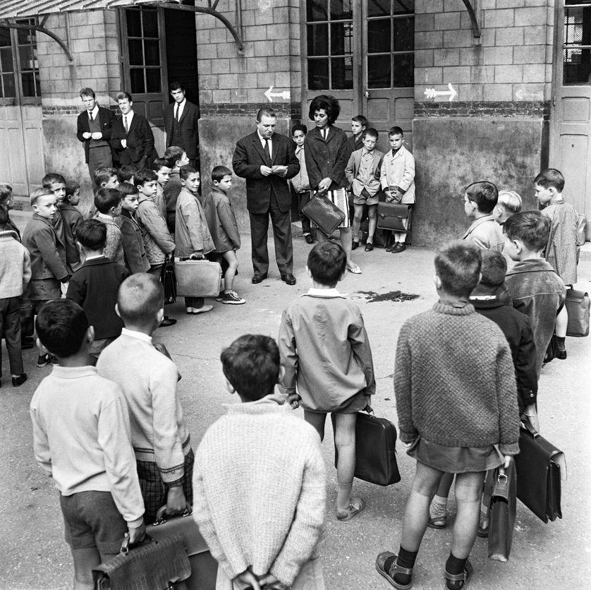 La rentrée des classes à Paris, dans une école à Belleville en 1963