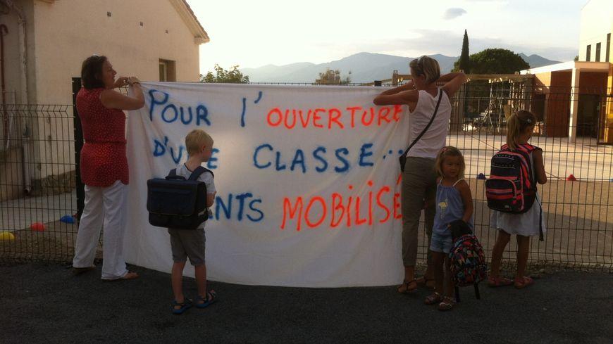 début de mobilisation devant l''école