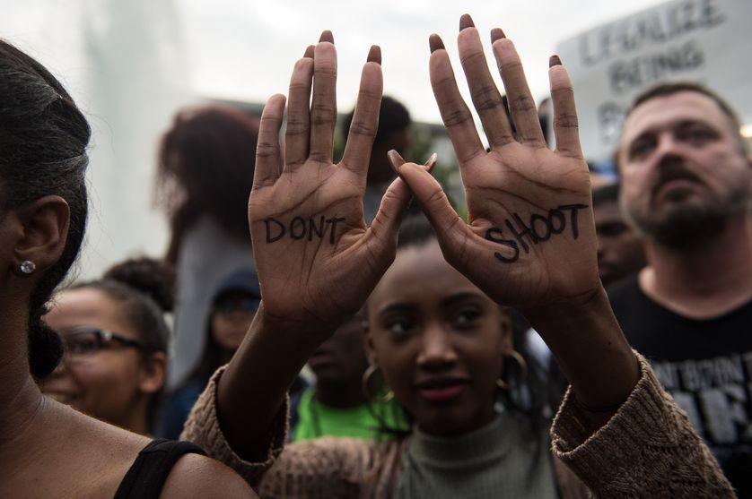 Une manifestante contre les violences et les bavures policières à Charlotte en Caroline du Nord, le 21 septembre 2016.