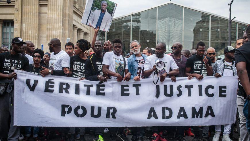 Rassemblement en mémoire d'Adama Traoré, en présence de sa famille, en juillet dernier.