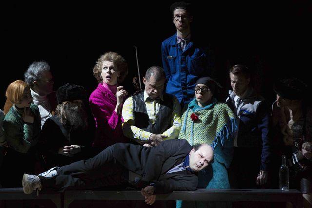 Le Berliner ensemble Le suicidé sous la direction de J Bellorini