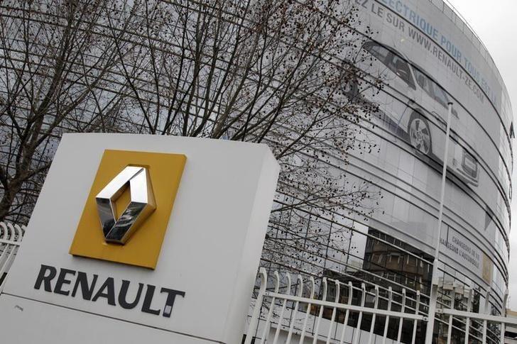 En janvier 2011, trois cadres supérieurs de Renault sont renvoyés, accusés d'avoir vendu des informations importantes sur les véhicules électriques du constructeur.