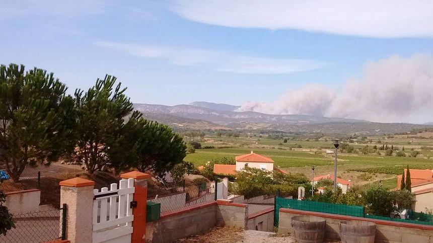 Incendie vu de la commune de Montner,  à côté d'Estagel