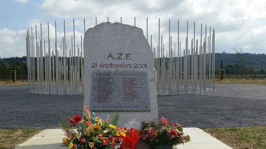 Stèle AZF