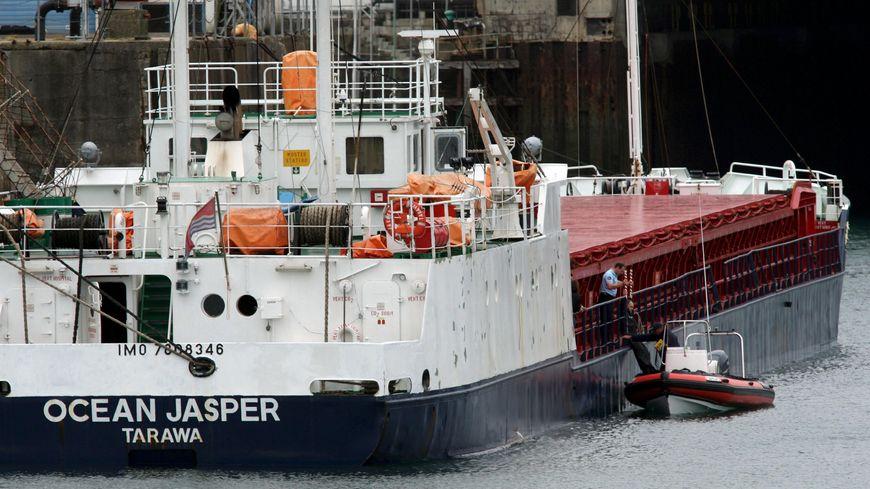L'Ocean Jasper lors de son arrivée à Brest après la collision avec le Sokalique en 2007
