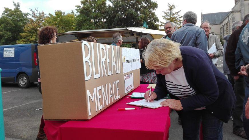 De nombreux habitants ont signé la pétition de maintien de la Poste de Saint-Gervais-en-Belin