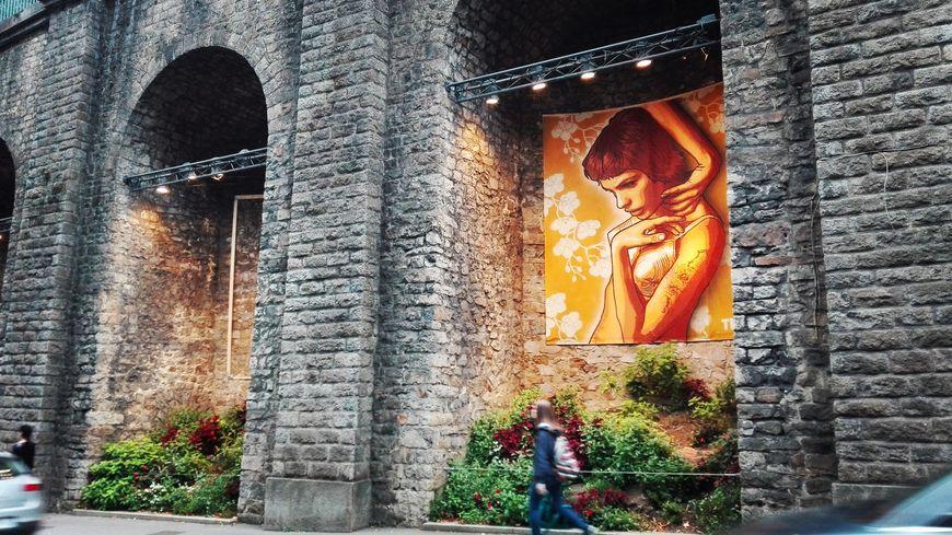 Tian, RNST et STF ont réalisé des toiles de 4 mètres sur 2,50 mètres pour décorer trois arcades du tunnel du Mans pendant un an.