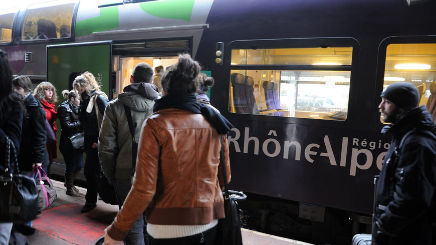Depuis lundi 29 août, le train de 6 h 53 au départ de Chambéry et celui de 18 h 06 au départ de Grenoble ont été supprimés.
