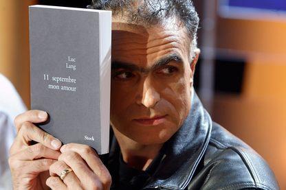 """Luc Lang lors de la présentation de son livre le """"11 septembre mon amour"""" le 9/9/2003"""
