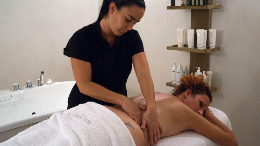 Masseur, réflexologue, sophrologue... le secteur de la relaxation attire de plus en plus de personnes en quête de reconversion
