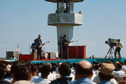 JOHNNY CASH à la prison-ferme Cummins en Arkansas, 10 avril 1969.