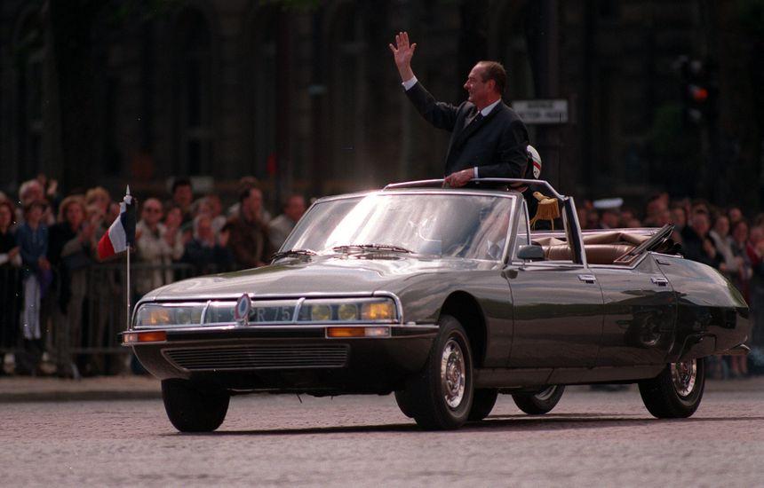 Jacques Chirac en DS sur les Champs-Élysées