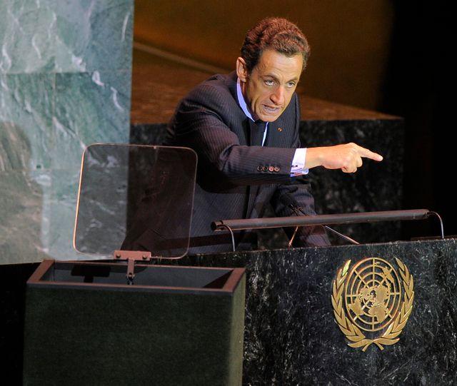 Le président français Nicolas Sarkozy aborde les dirigeants mondiaux lors d'un sommet de haut niveau sur les changements climatiques à l'ONU le 22 septembre 2009
