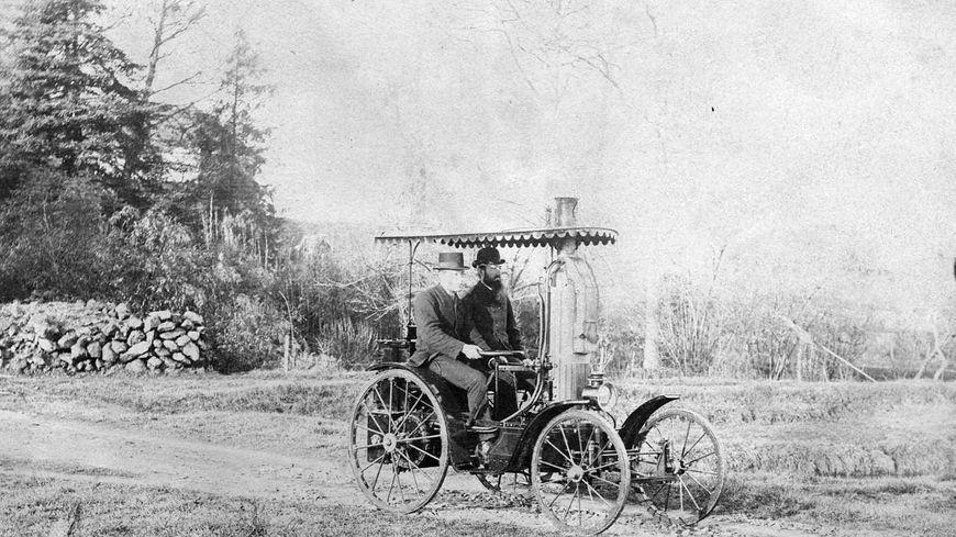 La Lilliput, voiture personnelle à vapeur d'Amédée Bollée fils (1885).