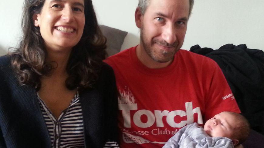 Sirine et Vincent, heureux parents quadra d'un petit César.