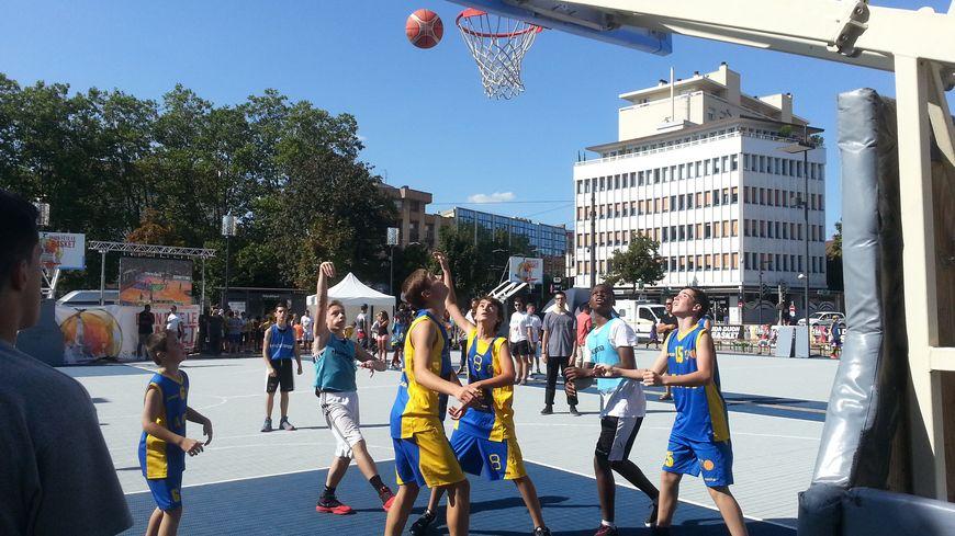 Les basketteurs de Pontailler-sur-Saône en pleine action